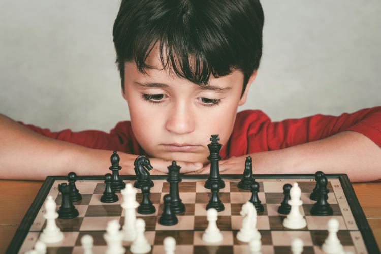 Bénéfices des jeux d'échecs pour les enfants
