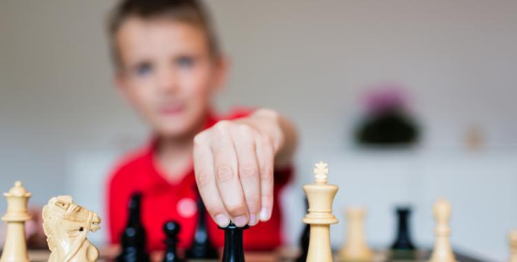 épanouissement des jeux d'échecs pour les enfants